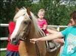 Anetka na dovče jezdila i na koni (rok a 14 dní korig.)