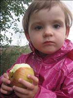 Jablíčko_mi_moc_chutná.JPG