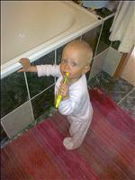 Emmí si čistí zoubky