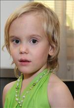Eva - 4 roky... už chodím do školky... a chodím tam moc ráda... přesto jsem nejraději s mámou, tátou, bráškou a ségrou... ;)